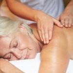 Geriatic therapy Pijat dan Manfaatnya