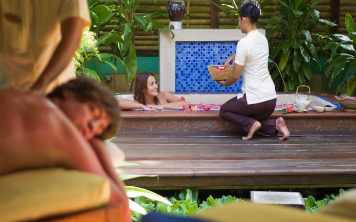 Spa Therapist Wanita Resort Hotel Maldives - Destinasi Wisata Favorite Dunia